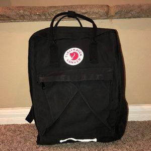 Fjallraven Kanken Black back pack